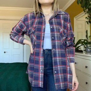 Tops - oversized plaid flannel ❤️💙🖤